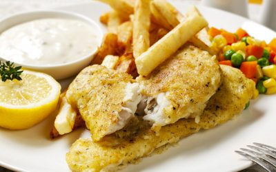 8033120 - fish and chips with vegetables, lemon and tartare sauce.